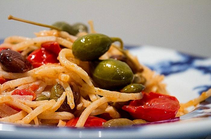 Spaghetti ai capperi eoliani